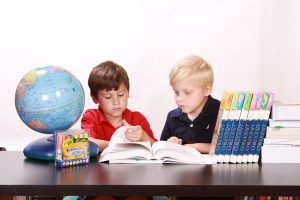 話題のモンテッソーリ教育とは?大阪でモンテッソーリが学べる幼稚園小学校はどこにある?