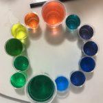 【おうちモンテ】色水遊びで、子供の色彩感覚を育てよう!おうち時間を充実させるアイデア